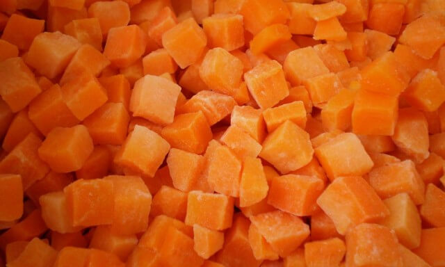 Carrot cubes, slices, stripes