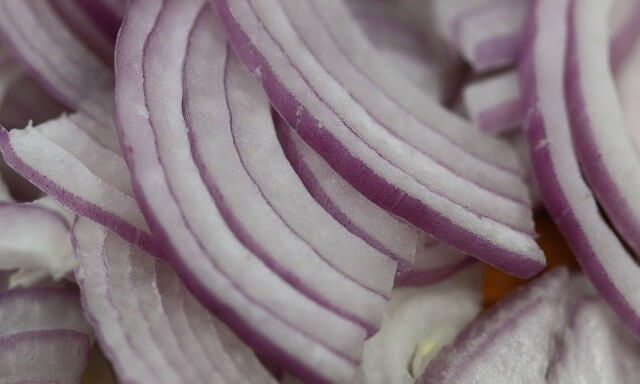 Onion cubes, slices